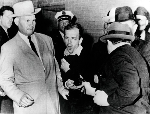 Lee-Harvey-Oswald-shot