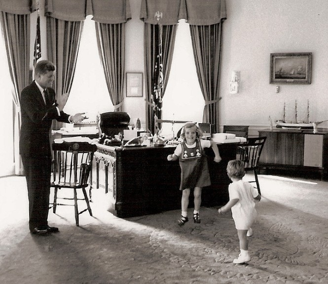 president-children-dance
