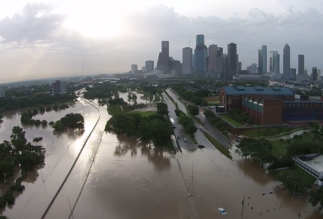 HoustonFlood-Houston-Flooding-flooding-deaths-galleria-flooded-flooding-video-footage-100-year-flood-rainfall-e1432670590174