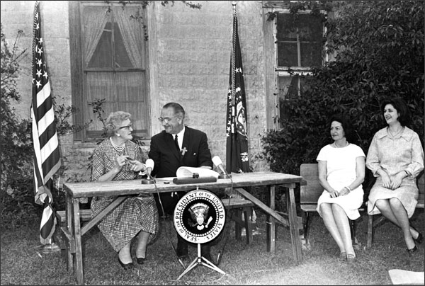26-esea-1965-bill-signing-lyndon-johnson-kate-deadrich-loney-bw-600